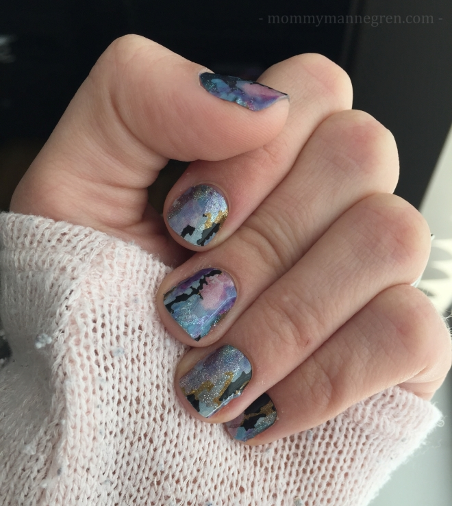 Jamberry Nail Wraps Review | mommy mannegren